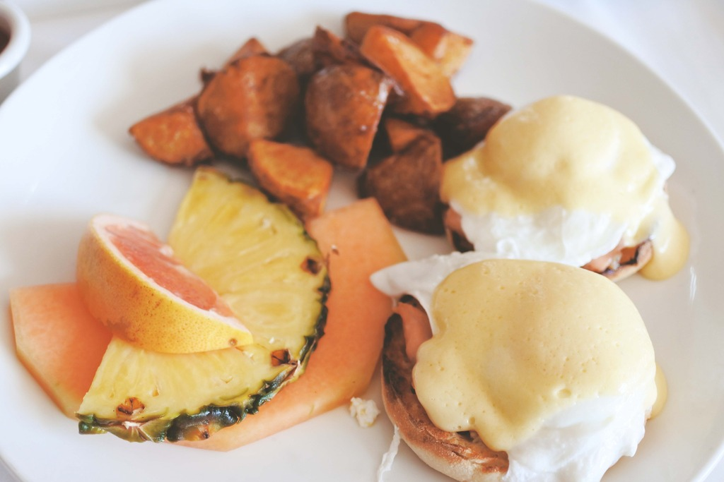 Breakfast in bed, Travel blogger, East Coast Blogger